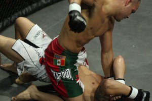 eddie-alvarez-at-bellator-5-ground-n-pound