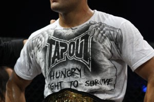 eddie-alvarez-with-bellator-belt