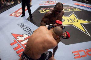 103_Melvin_Manhoef_vs_Robbie_Lawler