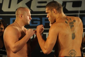 Emelianenko(left) was battered by Silva(right) in the second round