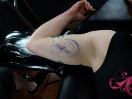 patricia vidonic getting her tattoo 3
