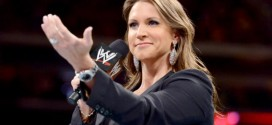 Ronda Rousey and Four Horsewomen help Stephanie McMahon after Summerslam