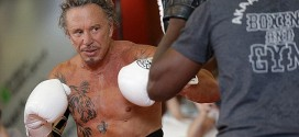 WTF: 62 year old Mickey Rourke returns to boxing!